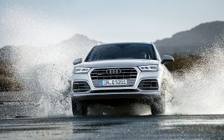 AUDI A8, SQ5. Με το Q2 να διαγράφει μια αξιόλογη εμπορική πορεία και τη SUV γκάμα να τείνει προς την ολοκλήρωση με το πρόσφατο λανσάρισμα του νέου Q5 (έπεται το κορυφαίο SQ5 τέλη του χρόνου, η Audi θα παρουσιάσει το φθινόπωρο στην Ελλάδα την ολοκαίνουργια ναυαρχίδα της (το A8) με τον high-tech εξοπλισμό και το πλήρως αυτόνομο σύστημα οδήγησης.