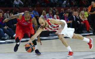 Basketball - Euroleague Final Four Semifinal - CSKA Moscow v Olympiacos - Sinan Erdem Dome, Istanbul, Turkey - 19/5/17 -  Aaron Jackson of CSKA Moscow and Vassilis Spanoulis of Olympiacos in action. REUTERS/Antonio Bronic