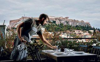 Tο roof garden του The Zillers, με θέα στην Ακρόπολη αλλά και στη Μητρόπολη, είναι εδώ και έναν περίπου χρόνο σημείο αναφοράς ανάμεσα στα μπαρ των αθηναϊκών ξενοδοχείων. ©Χρήστος Δράζος