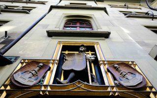 Εφοριακοί του κρατιδίου της Βόρειας Ρηνανίας-Βεστφαλίας αγόρασαν από έναν υπάλληλο της Credit Suisse, μέσω Αυστριακού μεσάζοντα, CD με λογαριασμούς 100 Γερμανών φοροφυγάδων.