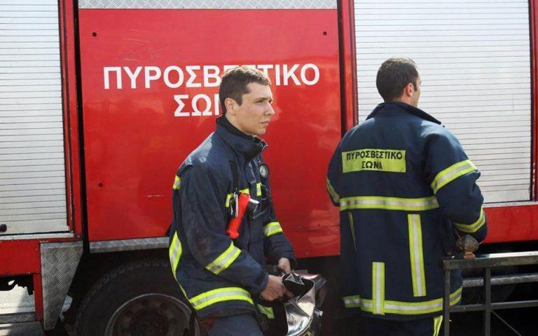 Υπό έλεγχο η πυρκαγιά σε ακατοίκητο οίκημα επί της Ερμού στο Μοναστηράκι