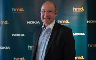 «Με το κινητό επικοινωνείς, κάνεις τη δουλειά σου, αγοράζεις πράγματα, κάνεις σχεδόν τα πάντα. Παλιά η Nokia τα είχε όλα: σχεδιασμό, έρευνα και ανάπτυξη, κατασκευή. Αυτό που χρειάζεται τώρα είναι να έχει πρόσβαση στα καλύτερα και να συνεργάζεται με τους καλύτερους», εξηγεί ο κ. Φλόριαν Ζάιχε, πρόεδρος της HMD Global.