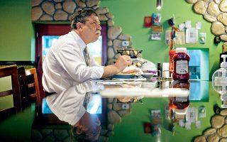 Στο Foxy's Diner, στη λεωφόρο Queens, ο χρόνος κυλά με τους δικούς του ρυθμούς. (Φωτογραφία: RILEY ARTHUR)