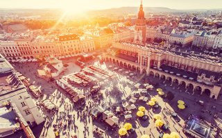 Η θέα στην Παλιά Πόλη της Κρακοβίας από τη Βασιλική της Παρθένου Μαρίας. (Φωτογραφία: GETTY IMAGES/IDEAL IMAGE)