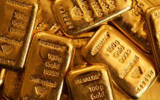 Η τιμή του χρυσού, παραδοσιακού επενδυτικού καταφυγίου σε περιόδους αναταραχής, υποχώρησε σχεδόν στο χαμηλό των τελευταίων οκτώ εβδομάδων, φθάνοντας τα 1.216,29 δολάρια η ουγγιά.