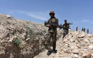 Αφγανοί στρατιώτες συμμετέχουν σε επιχείρηση κατά του Ισλαμικού Κράτους στην επαρχία Νανγκαρχάρ της χώρας.