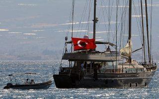 Τα ελληνικά νησιά παραμένουν προσφιλής τόπος αναψυχής των απέναντι γειτόνων, με μια εσχάτως ενδιαφέρουσα επισήμανση. Οι Τούρκοι τουρίστες, πλην των κλασικών σουβενίρ, επισκέπτονται και τα κρεοπωλεία και προβαίνουν σε γενναίες προμήθειες...