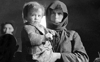 Μουσείο φωτογραφίας. Εκθεση με τίτλο «Πορτραίτα Ιστορίας Βούλα Παπαιωάννου-Δημήτρης Χαρισιάδης 1940-1960- Έργα από τα φωτογραφικά αρχεία του Μουσείου Μπενάκη»