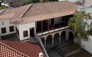 Την αυλή του αρχοντικού των Μπενιζέλων, μεταξύ άλλων, θα επισκεφθούμε με τους atenistas.