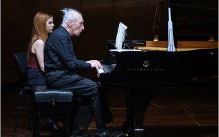 Ακμαίος εμφανίστηκε στα 79 χρόνια του ο συνθέτης και πιανίστας Φρέντερικ Ρζέφσκι (φωτ.: Χ. Ακριβιάδης).