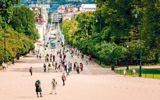 Περπατώντας στον κεντρικό δρόμο Karl Johans Gate, θα δείτε τον καθεδρικό ναό, το παλάτι, το εθνικό θέατρο και άλλα εμβληματικά κτίρια της πόλης. (Φωτογραφία: SHUTTERSTOCK)