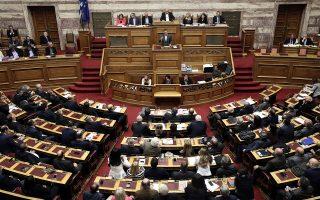 Ψηλά τον πήχυ των προσδοκιών όσον αφορά το χρέος συντηρεί η κυβέρνηση, ενόψει της ψήφισης των νέων δύσκολων μέτρων.