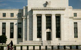 Οι ισολογισμοί της Fed άρχισαν να αυξάνονται το 2008, όταν εγκαινιάστηκαν τα προγράμματα ποσοτικής χαλάρωσης, με αγορές ομολόγων για την καταπολέμηση της χρηματοπιστωτικής κρίσης. Ο περιορισμός τους σε πιο φυσιολογικά επίπεδα αναμένεται να έχει αρχίσει έως το 2018.