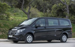 to-neo-mercedes-benz-vito-tourer-dark-edition-gia-tin-elliniki-agora0