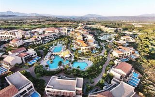 Κατά την αιχμή της τουριστικής σεζόν στο Costa Navarino εργάζονται 1.200 υπάλληλοι, ενώ όταν ολοκληρωθούν οι επενδύσεις θα φθάσουν τους 3.300.