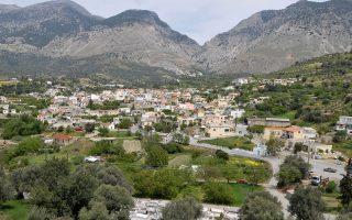 Το χωριό Ζαρός στο Ηράκλειο της Κρήτης. «Το μυστικό κρύβεται στον Ψηλορείτη», υποστηρίζουν οι άνθρωποι της εταιρείας για τη μεγάλη επιτυχία που γνωρίζει το νερό.