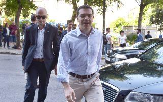Ο Αλ. Τσίπρας εισέρχεται στα γραφεία του κόμματος, στην Κουμουνδούρου, όπου συνεδρίασε η Πολιτική Γραμματεία.