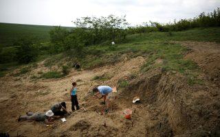 Ομάδα Βουλγάρων επιστημόνων αναζητεί τα αχνάρια του Γκρεκοπιθήκου κοντά στην πόλη Τσιρπάν, όπου πριν από μερικά χρόνια βρέθηκε δόντι του παράξενου όντος.