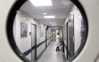 Σήμερα, στις μονάδες ΠΕΔΥ υπηρετούν περίπου 2.200 γιατροί, εκ των οποίων οι μισοί παραμένουν στο ΕΣΥ διατηρώντας και τα ιδιωτικά τους ιατρεία.