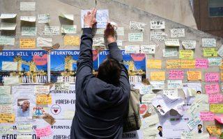 Μηνύματα συμπαράστασης στα θύματα της τρομοκρατικής επίθεσης στη βρετανική πρωτεύουσα.