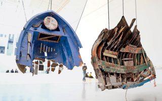 Εργο του Γκιγέρμο Γκαλίντο, στο Κάσελ. Είναι τμήματα από βάρκες που μετέφεραν στην Ελλάδα μετανάστες.