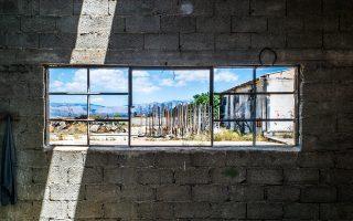 Το εργοστάσιο «Πελαργός» στη Νέα Κίο, φωτογραφημένο από τον Πλάτωνα Ριβέλλη. Αποτελεί μέρος του πρότζεκτ «Διεθνής Τόπος» που θα γίνει τον Ιούλιο στην Αργολίδα.