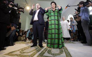 Φεμινισμός και Ισλάμ. Η Elham Manea γεννημένη στην Γερμανία από Τούρκους μετανάστες ίδρυσε το τέμενος  Ibn-Rushd-Goethe στο Βερολίνο. Εκεί είναι ευπρόσδεκτοι ομοφυλόφιλοι, γυναίκες και μουσουλμάνοι κάθε δόγματος για να προσευχηθούν όλοι μαζί. AP Photo/Michael Sohn