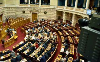 Από τους 153 βουλευτές του ΣΥΡΙΖΑ και των Ανεξαρτήτων Ελλήνων ψηφίστηκαν χθες στη Βουλή οι πέντε τροπολογίες, ενώ καταψηφίστηκαν από 84 της αντιπολίτευσης, με 63 μάλιστα βουλευτές να απουσιάζουν.