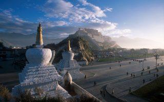 Το ανάκτορο Ποτάλα στη Λάσα του Θιβέτ. Ηταν η κύρια κατοικία του Δαλάι Λάμα μέχρι τη φυγή του στην Ινδία, μετά τη θιβετιανή εξέγερση το 1959.