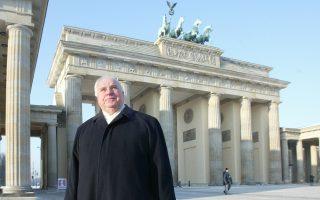 Ο Χέλμουτ Κολ έμεινε στην εξουσία από το 1982 μέχρι το 1998, περισσότερο από κάθε άλλον προκάτοχό του μετά τον Οτο φον Μπίσμαρκ.