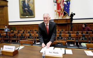 Ο Τζέιμς Μάτις ετοιμάζεται να καταθέσει στην επιτροπή Ενόπλων Δυνάμεων της Βουλής των Αντιπροσώπων.