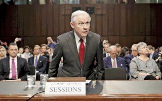 Ο υπουργός Δικαιοσύνης των ΗΠΑ, Τζεφ Σέσιονς, ετοιμάζεται να καταθέσει στην επιτροπή πληροφοριών της Γερουσίας αναφορικά με τις προεκλογικές σχέσεις του επιτελείου του Ντόναλντ Τραμπ με τη Ρωσία. Η κατάθεση του Σέσιονς ήταν μια σχοινοβασία ανάμεσα στην προσπάθεια να προφυλάξει τον Αμερικανό πρόεδρο, αλλά και να προφυλαχθεί ο ίδιος. Εν τω μεταξύ, σάλο προκάλεσε ο ισχυρισμός φίλου του Ντόναλντ Τραμπ ότι ο πρόεδρος εξετάζει το ενδεχόμενο να καθαιρέσει τον ειδικό ανακριτή που ερευνά τις σχέσεις με τη Ρωσία.