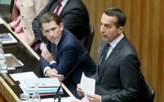 Ο ηγέτης του OVP Σεμπάστιαν Κουρτς και ο καγκελάριος Κρίστιαν Κερν στο Κοινοβούλιο στη Βιέννη.