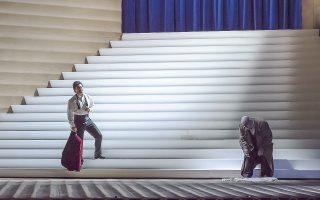 Στιγμιότυπο από την πρεμιέρα του «Ριγκολέτο» στην Οπερα της Βαστίλλης, σε σκηνοθεσία Κλάους Γκουτ.