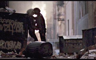 Ο Σιντ και η Νάνσι, παθιασμένοι εν μέσω χάους, χαρακτηριστικού της πανκ έκρηξης που συντελέστηκε στην Αγγλία στα τέλη της δεκαετίας του 1970.