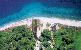 Ενταγμένη πλέον στο δίκτυο των Μονοπατιών Πολιτισμού της Ελληνικής Εταιρείας Περιβάλλοντος και Πολιτισμού, σε συνεργασία με το Ελληνικό Πολιτιστικό Κέντρο στο Παρίσι, η Σαμοθράκη, με τη στήριξη της τοπικής κοινωνίας, ξαναμπαίνει στον χάρτη. Πρόκειται για μία πρωτοβουλία αναβίωσης παραδοσιακών μονοπατιών και, στο πλαίσιο της προσπάθειας αυτής, έχει ξεκινήσει εκστρατεία crowdfunding, ώστε το νησί να αναδείξει τον παρθένο φυσικό του πλούτο.