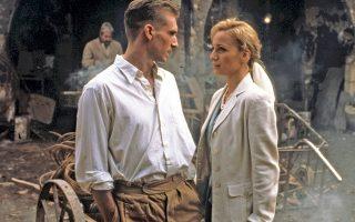 «Ο Αγγλος ασθενής», με τους Ρέιφ Φάινς και Κρίστιν Σκοτ Τόμας. Η επιτυχημένη κινηματογραφική μεταφορά ενός ιδιαίτερα δημοφιλούς μυθιστορήματος του Μάικλ Οντάατζε.