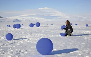 Καλλιτεχνική εγκατάσταση στην Ανταρκτική. Η Diski έγραψε για ένα ταξίδι στην Ανταρκτική όπου προσπαθεί να μαζέψει τα κομμάτια της σχέσης της με την κόρη της («Skating to Antarctica»).