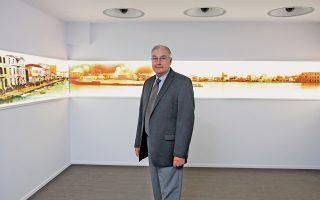Ο δημοσιογράφος και συγγραφέας Λου Γιουρένεκ φωτογραφίζεται για την «Κ» στο Ψηφιακό Μουσείο Νέας Σμύρνης.