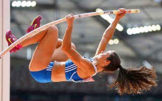 Στην Πάτρα αρχίζουν σήμερα τα πανελλήνια πρωταθλήματα ανδρών και γυναικών, με την Κατερίνα Στεφανίδη να θέλει να ανεβάσει ακόμη περισσότερο το πανελλήνιο ρεκόρ στο άλμα επί κοντώ.