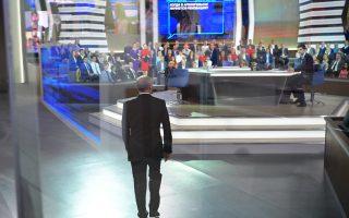Ο Πούτιν καταφθάνει στο στούντιο της ρωσικής τηλεόρασης για τον τετράωρο μαραθώνιο ερωταπαντήσεων.