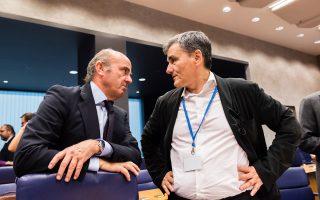 Ο Ισπανός υπουργός Οικονομικών Λουίς ντε Γκίντος με τον Ευκλείδη Τσακαλώτο.