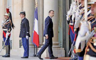 Σαρωτική προεξοφλείται η επικράτηση του κόμματος LRM του προέδρου Εμανουέλ Μακρόν στον αυριανό, δεύτερο, γύρο των βουλευτικών εκλογών της Γαλλίας. Σύμφωνα με δημοσκόπηση που είδε χθες το φως της δημοσιότητας, το LRM και οι σύμμαχοί του θα εξασφαλίσουν μεταξύ 430 και 460 εδρών, σε σύνολο 577 εδρών της γαλλικής Εθνοσυνέλευσης. Η προσέλευση στις κάλπες αναμένεται να κυμανθεί στο 47%, ποσοστό που θεωρείται πολύ χαμηλό για τα γαλλικά δεδομένα.