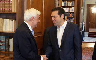 Τον Πρόεδρο της Δημοκρατίας Προκόπη Παυλόπουλο επισκέφθηκε χθες ο πρωθυπουργός Αλέξης Τσίπρας, προκειμένου να τον ενημερώσει για το αποτέλεσμα του Eurogroup της Πέμπτης.