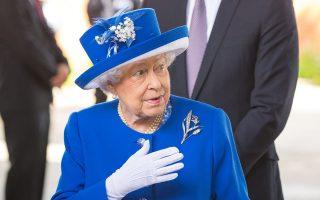 Η βασίλισσα Ελισάβετ και ο πρίγκιπας Ουίλιαμ συναντήθηκαν χθες με κατοίκους του ουρανοξύστη.