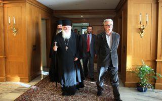 Για ρητή διαβεβαίωση του Κ. Γαβρόγλου υπέρ της υποχρεωτικότητας του μαθήματος έγινε χθες λόγος στην Ιεραρχία. Στη φωτογραφία, ο υπουργός Παιδείας με τον Αρχιεπίσκοπο Ιερώνυμο.