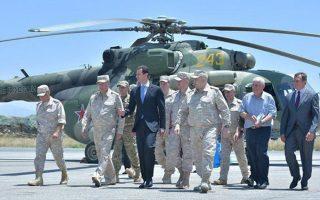 Λίγες ώρες μετά την απειλητική προειδοποίηση των ΗΠΑ, ο πρόεδρος Ασαντ επισκέφθηκε τη ρωσική βάση του Χμεϊμίμ.