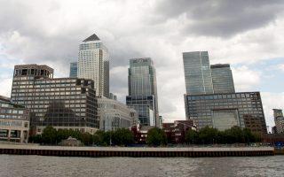 Η εποπτική αρχή των βρετανικών αγορών (FCA) θα λάβει μέτρα ώστε να δρουν οι διαχειριστές κεφαλαίων σύμφωνα με το συμφέρον των επενδυτών. Στη φωτογραφία, άποψη από το χρηματοπιστωτικό κέντρο του Λονδίνου.