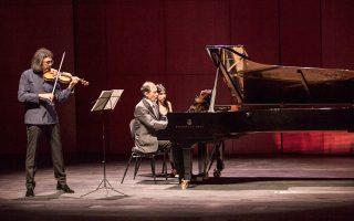 Ο Eλληνας βιολονίστας Λεωνίδας Καβάκος και ο σταθερός συνεργάτης του Ιταλός πιανίστας Ενρίκο Πάτσε, σε μία μαγική βραδιά.