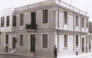 Mεσοπολεμική διπλοκατοικία στον Λόφο Σκουζέ (φωτογραφία του 1935). Αρχείο Δ. Κανελλάκη.